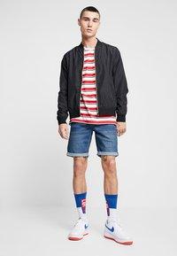 Blend - Shorts di jeans - denim middle blue - 1