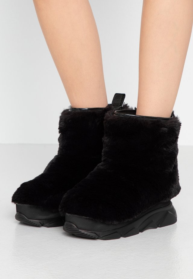 FURRY BOOT DONNA - Botki na koturnie - black