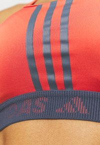 adidas Performance - Medium support sports bra - crered/crenav - 4