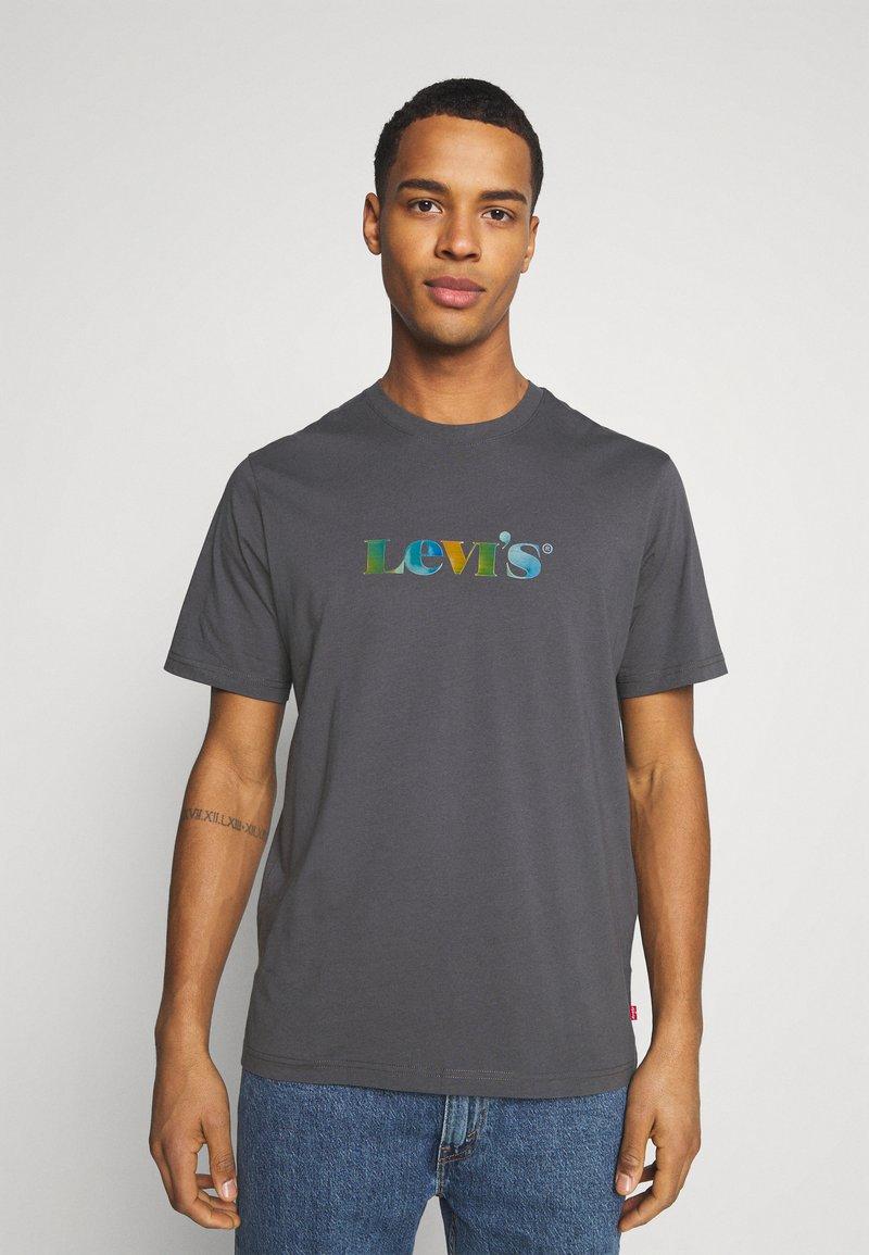 Levi's® - RELAXED FIT TEE - T-shirt z nadrukiem - blacks