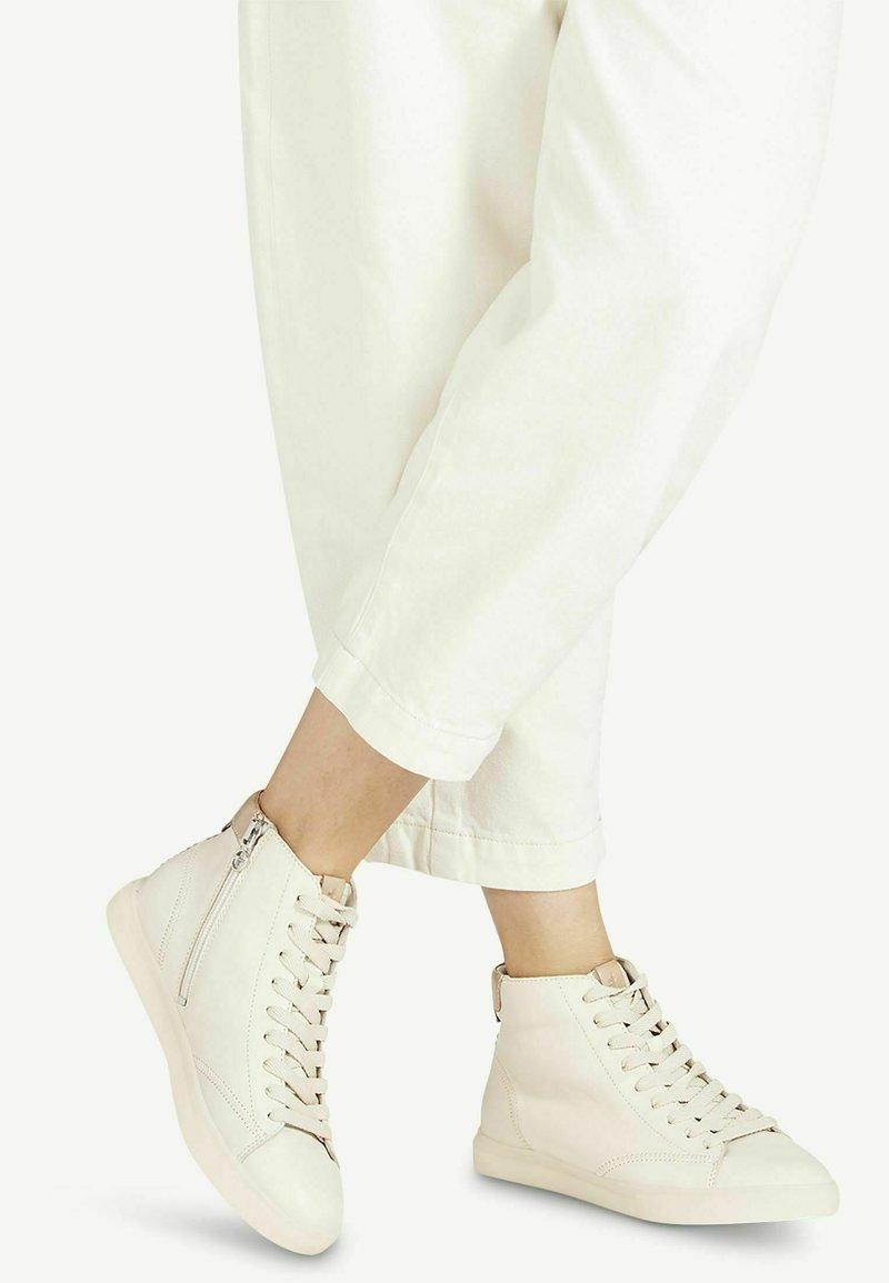 Tamaris - Sneakers hoog - ivory almond