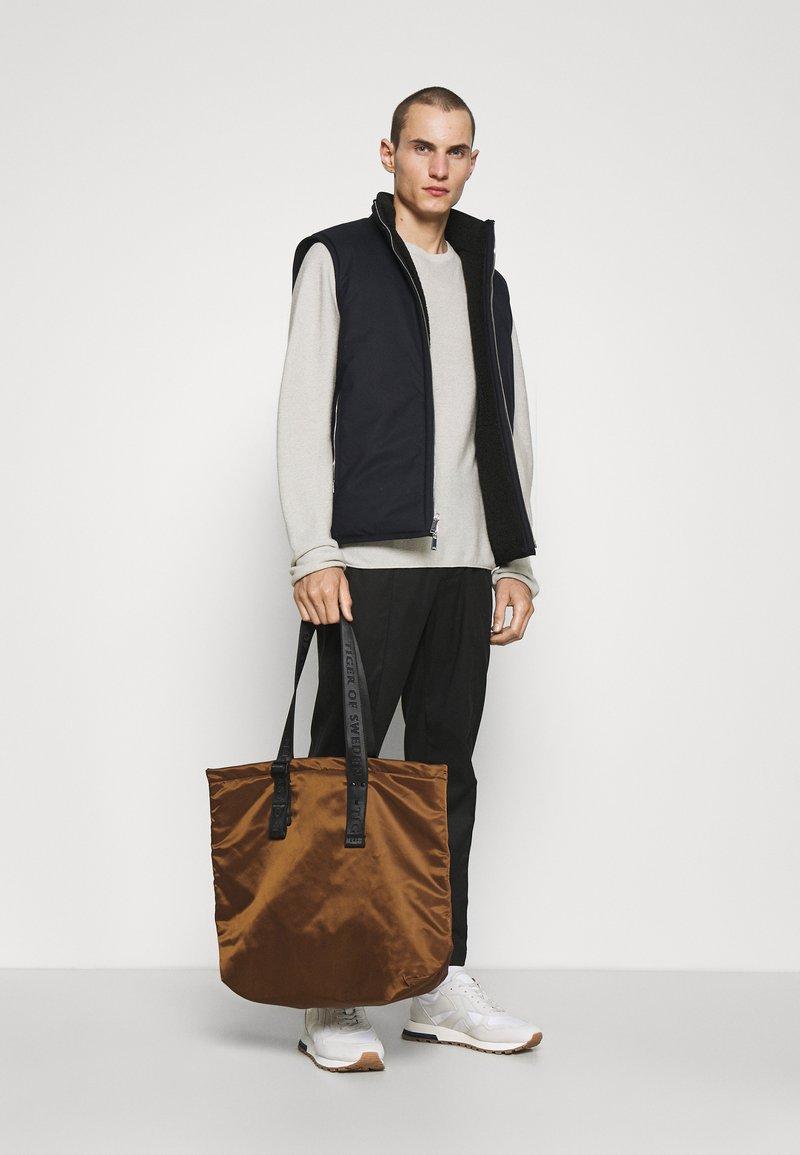 Tiger of Sweden - BLAUE UNISEX - Shopping bag - brown