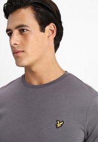 Lyle & Scott - T-shirt - bas - pelican grey - 3