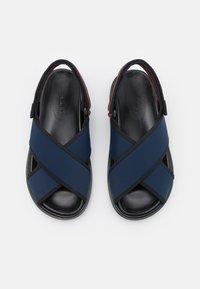 Marni - FUSSBETT - Sandals - blublack/goji - 3