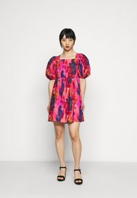 Never Fully Dressed Petite - WHO RUN THE WORLD MINI DRESS - Korte jurk - pink - 0