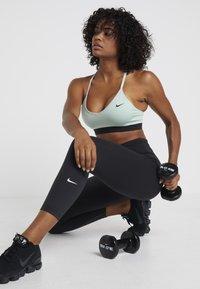 Nike Performance - INDY BRA - Soutien-gorge de sport - pistachio frost/black - 1