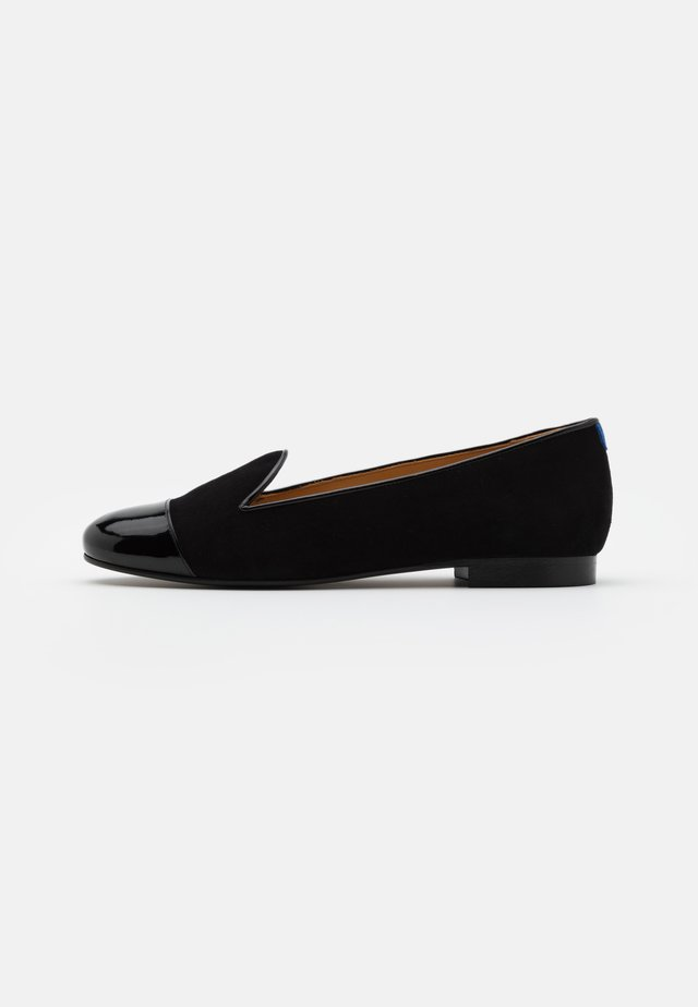 CLASSIC - Loaferit/pistokkaat - black