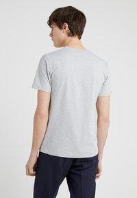 Filippa K - SOFT LYCRA NECK - T-shirt basic - light grey melange - 2