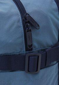 Reebok Classic - CLASSIC TAILORED PACKABLE GRIP SEASONAL UNISEX - Sportovní taška - blue slate - 3