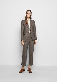 WEEKEND MaxMara - AGGETTO - Trousers - karamell - 1
