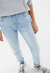 Bershka - MOM FIT JEANS - Jeans baggy - blue denim - 3