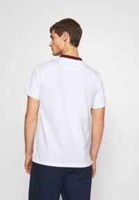 Vivienne Westwood - CLASSIC STRIPE COLLAR - Polo shirt - white - 2