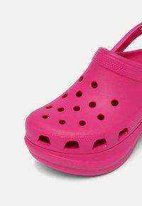 Crocs - CLASSIC BAE - Tresko - candy pink - 7