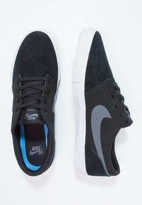 Nike SB - PORTMORE II SOLAR - Skateschoenen - black/dark grey/white - 1