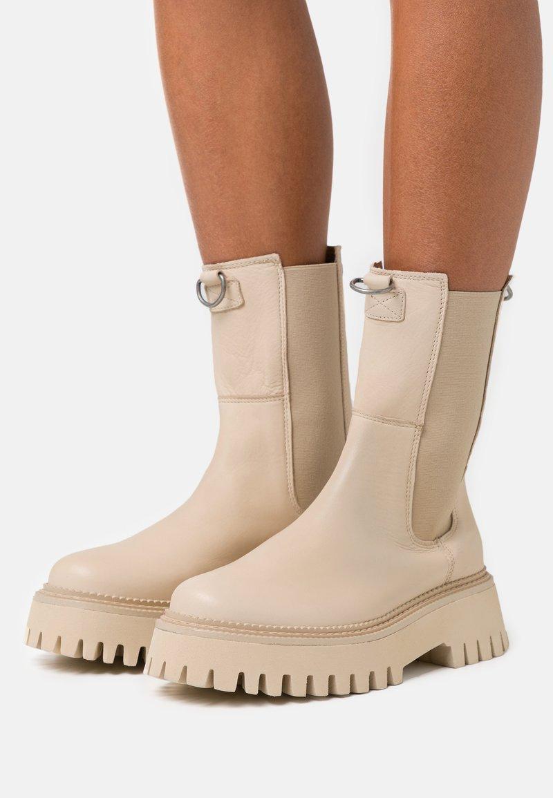 Bronx - GROOV-Y - Platform ankle boots - camel
