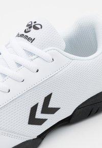 Hummel - AERO TEAM - Halové fotbalové kopačky - white - 5