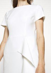 HUGO - KIBINA - Pouzdrové šaty - natural - 6