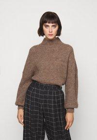 Won Hundred - BLAKELY - Sweter - brown melange - 4