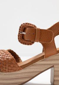 Carmela - Sandały na platformie - camel - 2