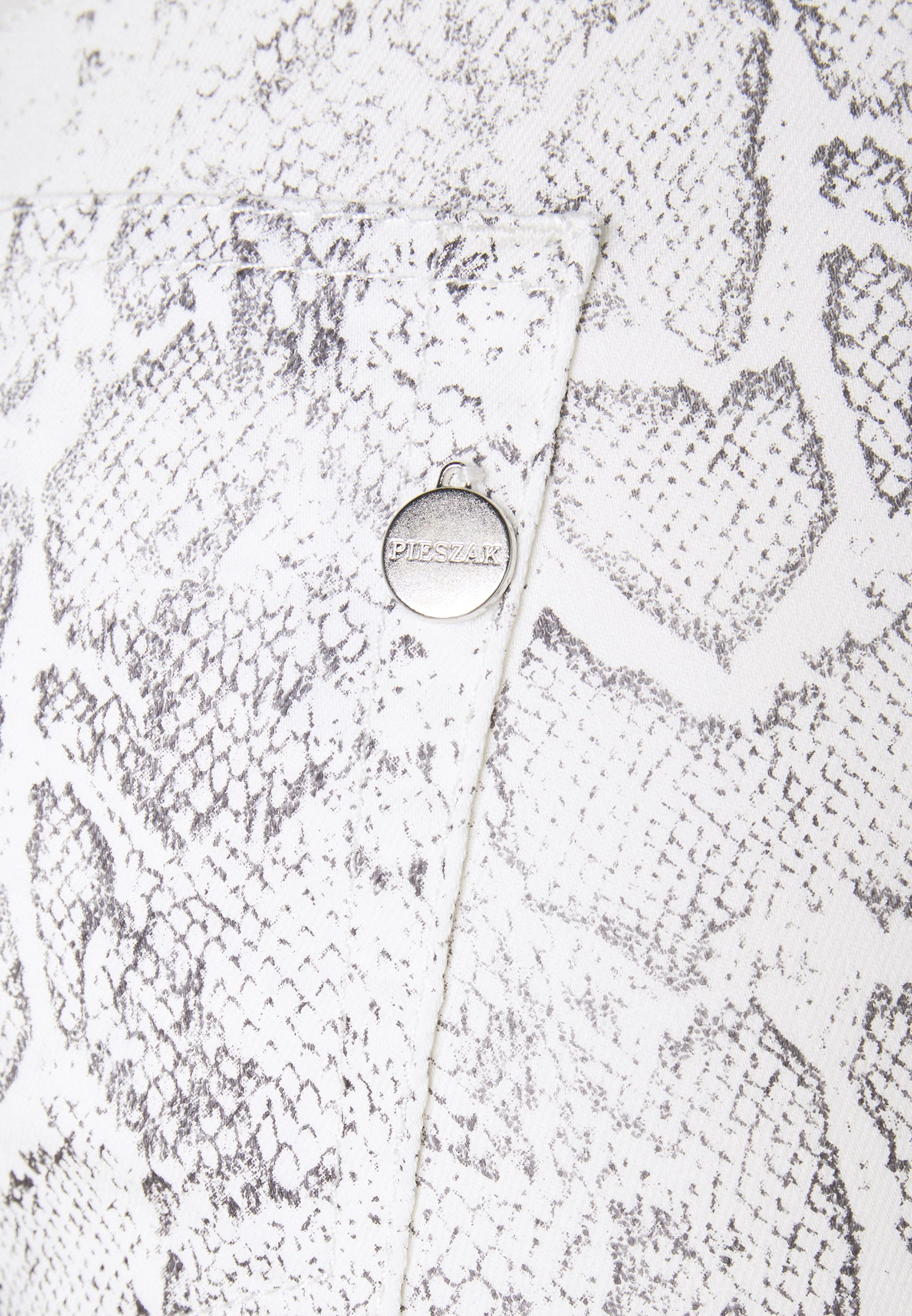 Big Discount Women's Clothing Pieszak POLINE ANKLE SNAKE Trousers white / grey 1XbhqPY7B