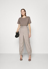 Gestuz - VIRA PANTS - Trousers - walnut - 1
