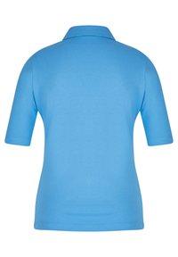 Rabe 1920 - MIT UNIFARBENEM STOFF UND GLITZERSTEINEN - Polo shirt - hellblau - 1