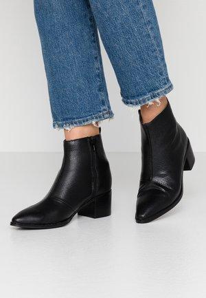 VMTELLA BOOT - Kotníkové boty - black