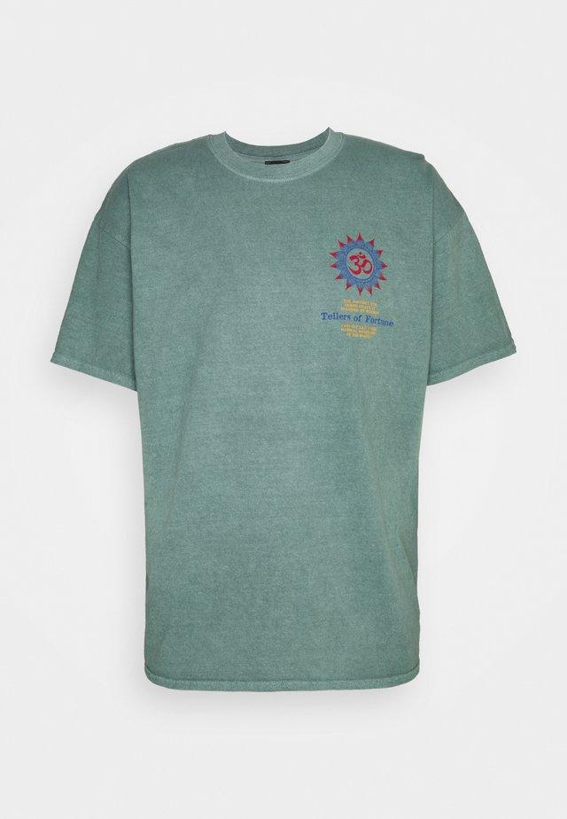 FORTUNE TEE UNSEX - Camiseta estampada - green