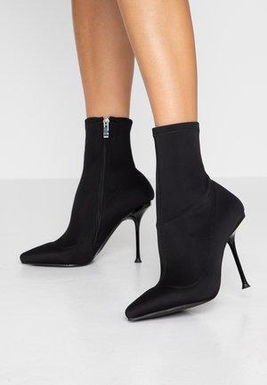 KADENCE - Højhælede støvletter - black