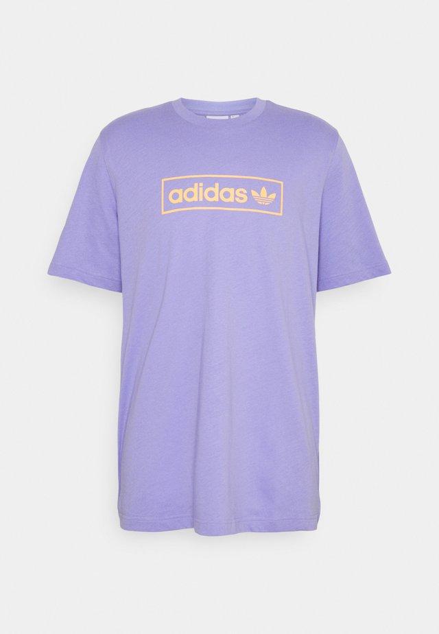 LINEAR LOGO TEE - Print T-shirt - light purple