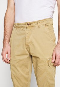 Blend - Cargo trousers - sand brown - 5