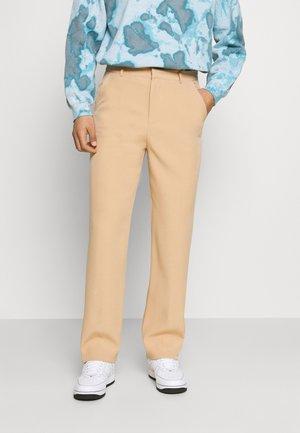 AFTERMATH STRAIGHT SUIT TROUSER - Pantalon classique - sand