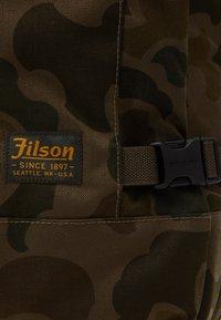 Filson - DRYDEN 2 WHEELED CARRY ON BAG - Wheeled suitcase - mottled olive - 7