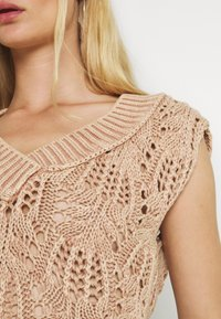 Free People - POINTELLE VEST - Sweter - soft earth - 5