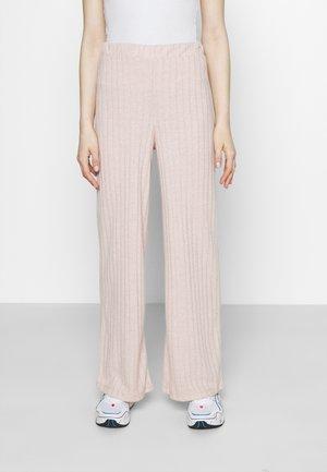 VMTILDA PANT - Trousers - mocha mousse melange