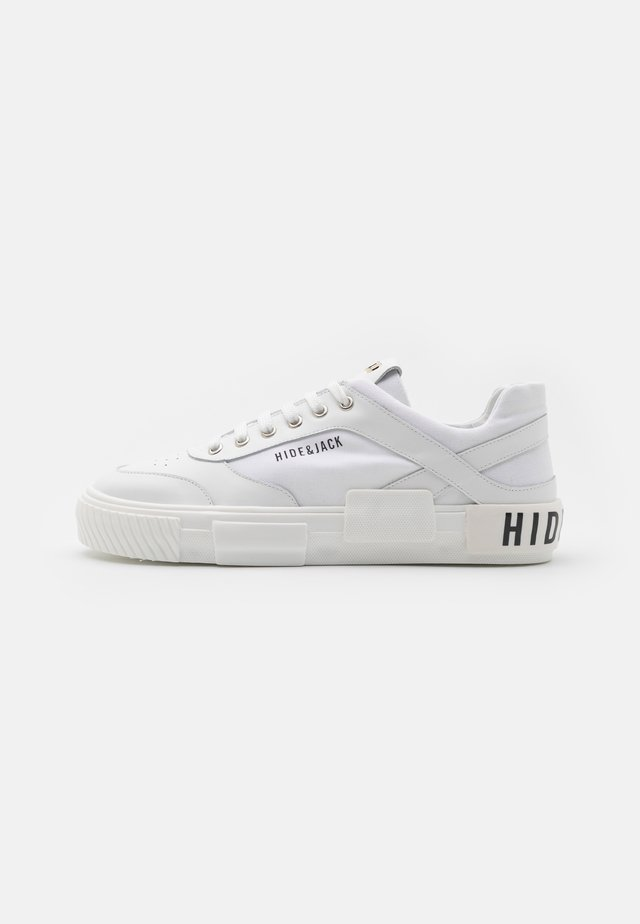 VOLCANIC UNISEX - Sneakersy niskie - white