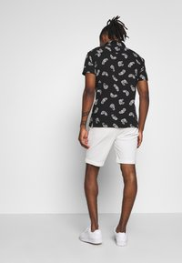 BY GARMENT MAKERS - Shorts - marshmallow - 2