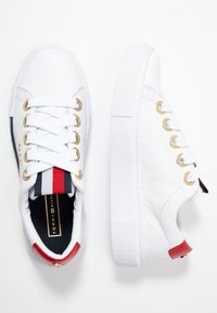 Tommy Hilfiger - LEATHER ELEVATED TOMMY SNEAKER - Joggesko - white - 3