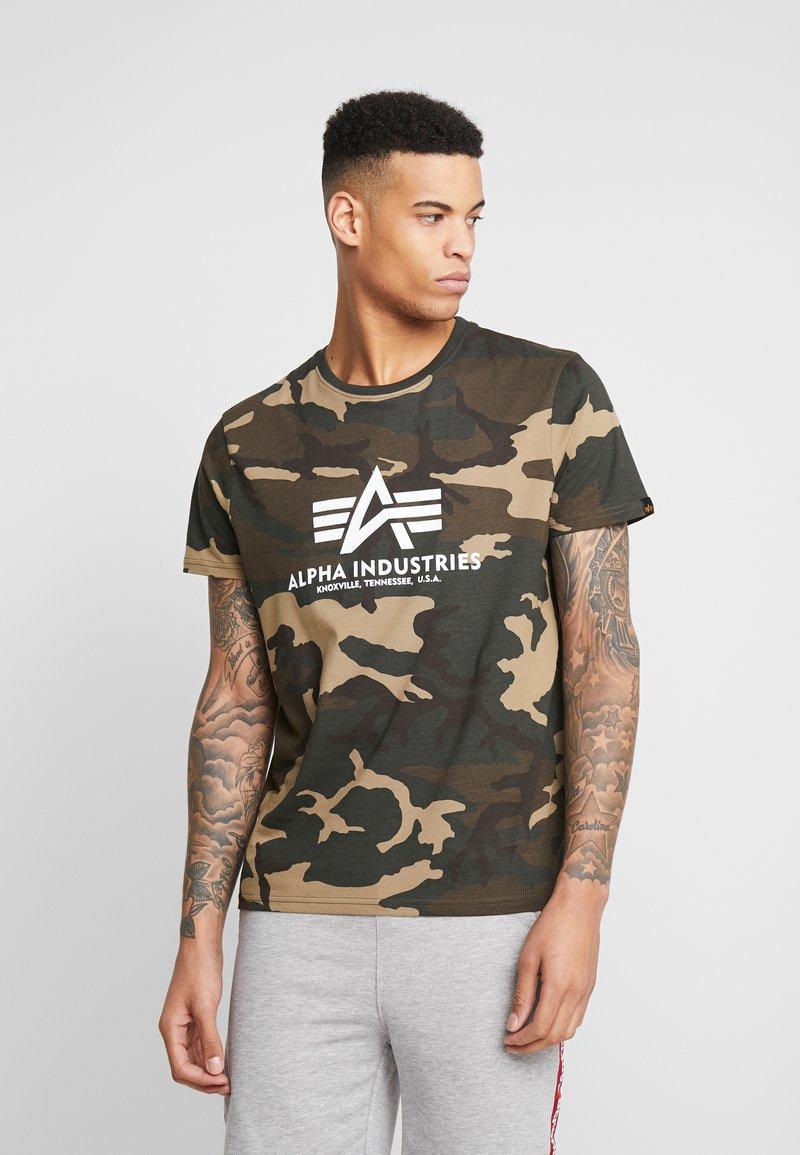 Alpha Industries - T-shirt z nadrukiem - woodland camo