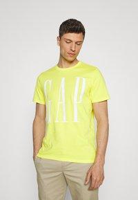 GAP - CORP LOGO  - T-shirts print - bright lemon meringue - 0