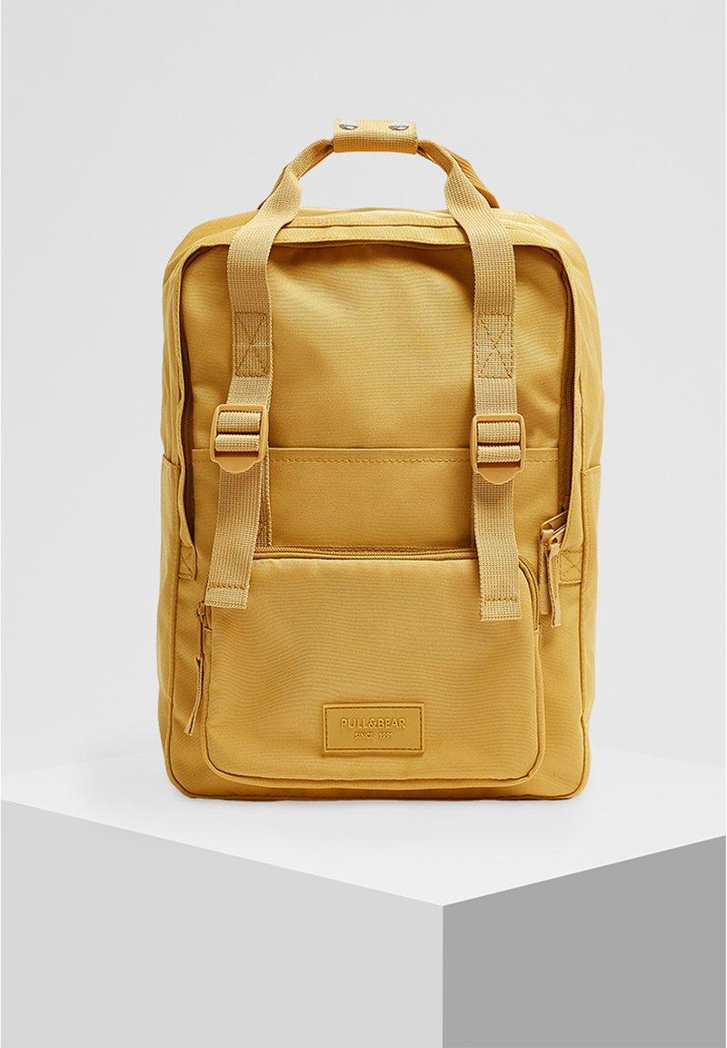 PULL&BEAR - BUNTER RUCKSACK 14123540 - Tagesrucksack - mustard yellow