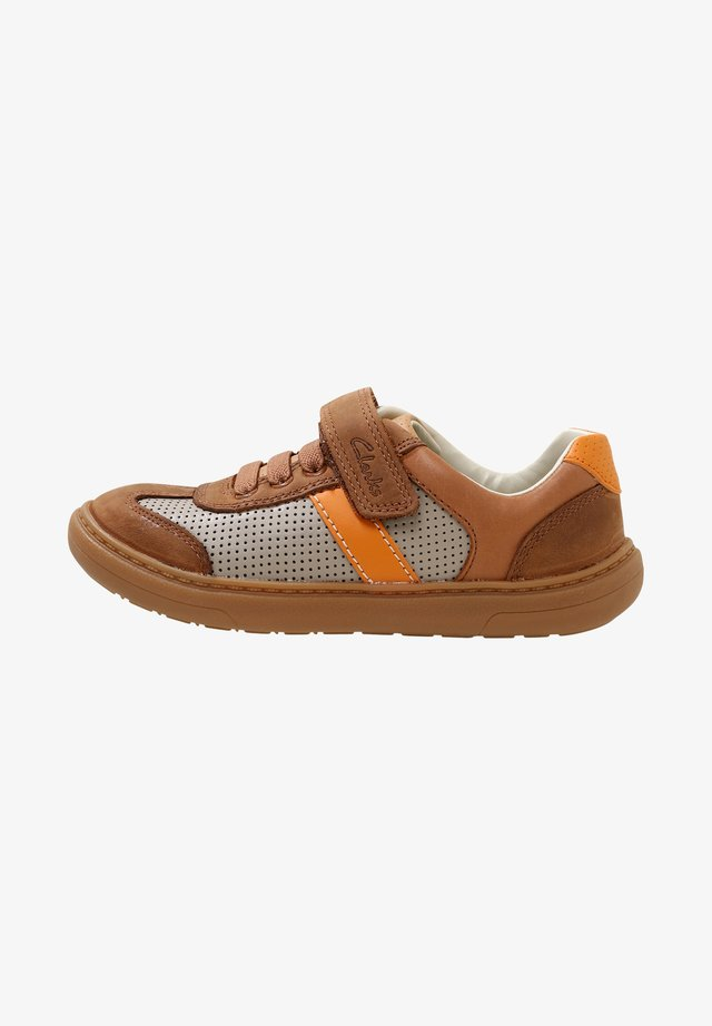 FLASH STEP - Trainers - brown