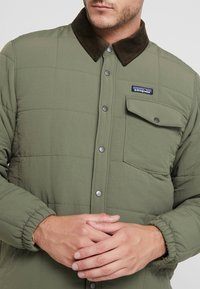 Patagonia - ISTHMUS QUILTED - Winter jacket - industrial green - 5