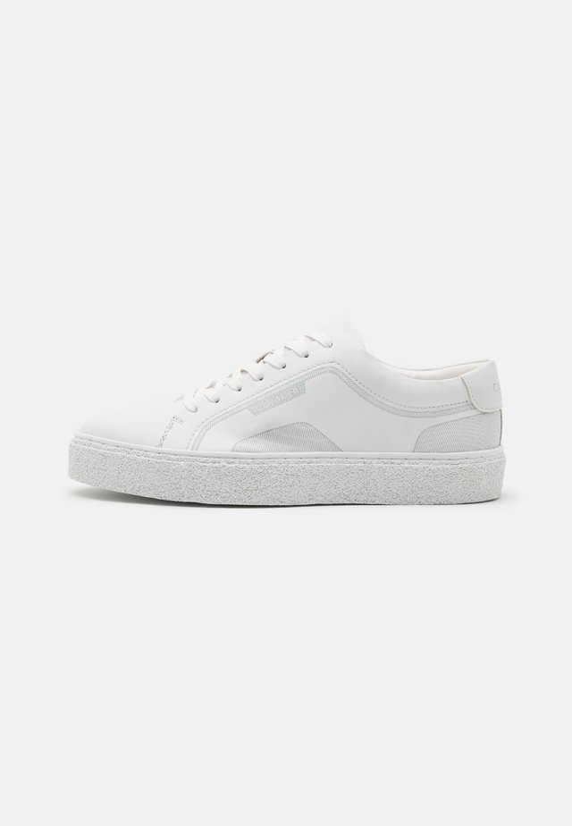 ELLIOT - Trainers - white