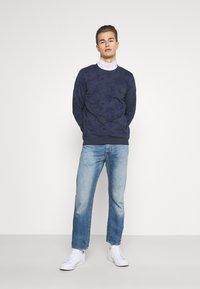 TOM TAILOR DENIM - CREWNECK WITH ALLOVER PRINT - Sweatshirt - navy blue - 1