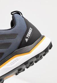 adidas Performance - TERREX AGRAVIC RUNNING - Obuwie do biegania Szlak - tech indigo/core black/legend ink - 5