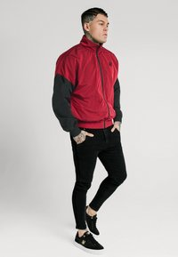 SIKSILK - WINDRUNNER - Giacca leggera - red/black - 1