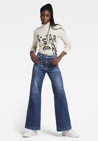 G-Star - DECK ULTRA HIGH WIDE LEG - Flared Jeans - faded santorini - 0