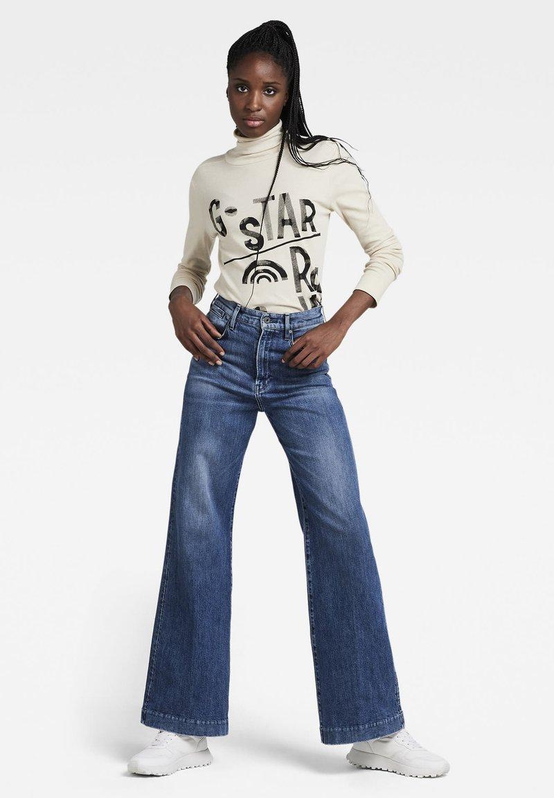 G-Star - DECK ULTRA HIGH WIDE LEG - Flared Jeans - faded santorini