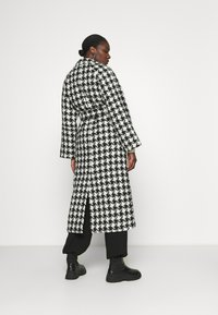 Gestuz - UNNAGZ COAT - Classic coat - black/white - 2